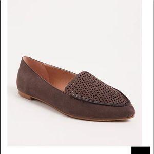 Nwt Torrid size 8W Grey Laser Cut Pointed Toe Shoe